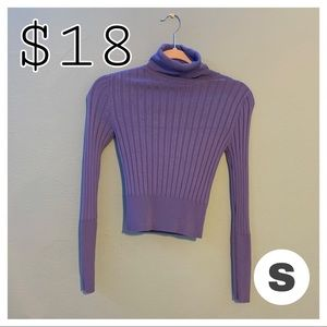 💙Im selling a beautiful blue turtle neck 💙